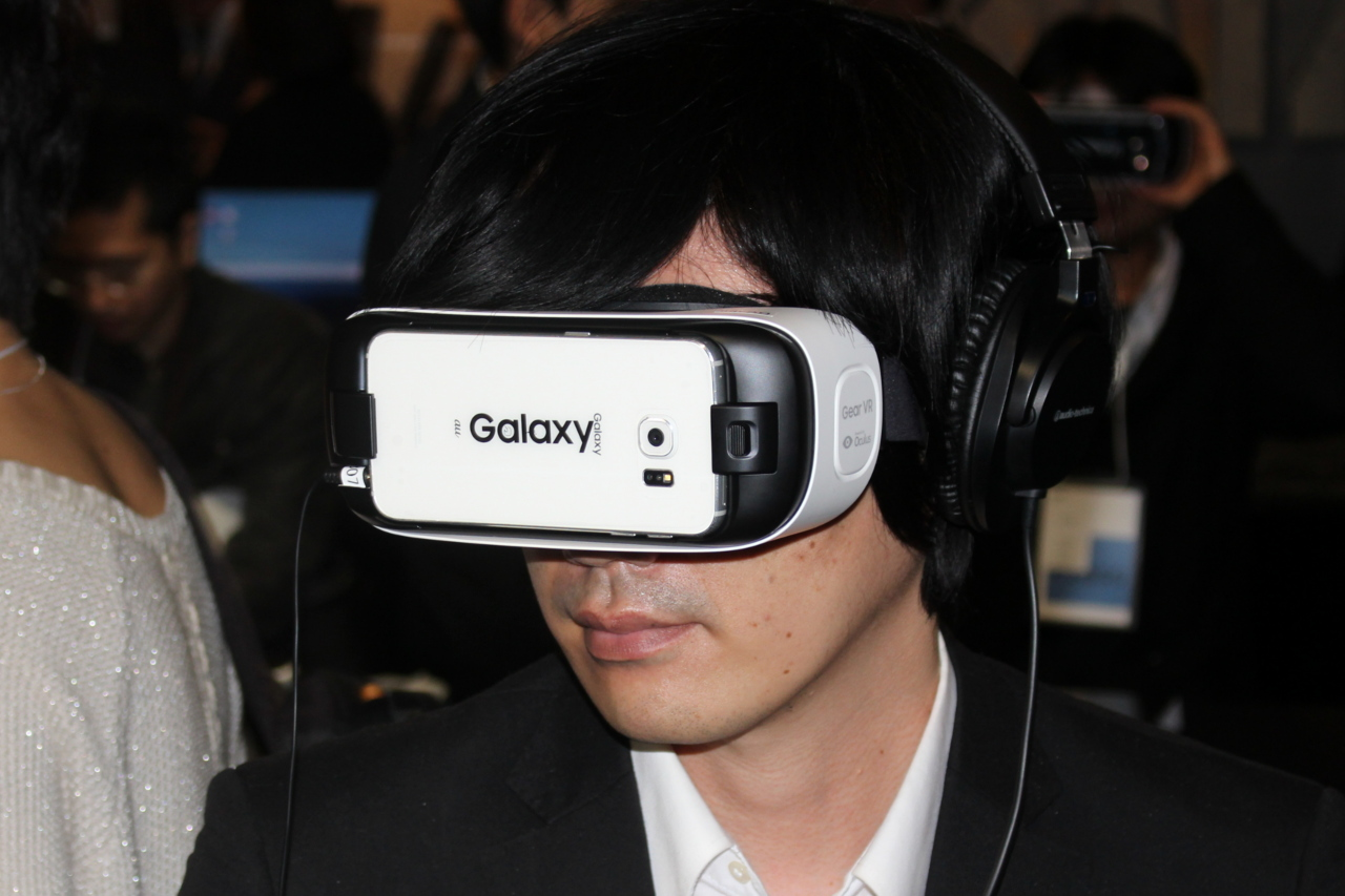 「VR THEATER」が4月7日より実施開始! ネットカフェでバーチャルリアリティ映像を体験できるサービス