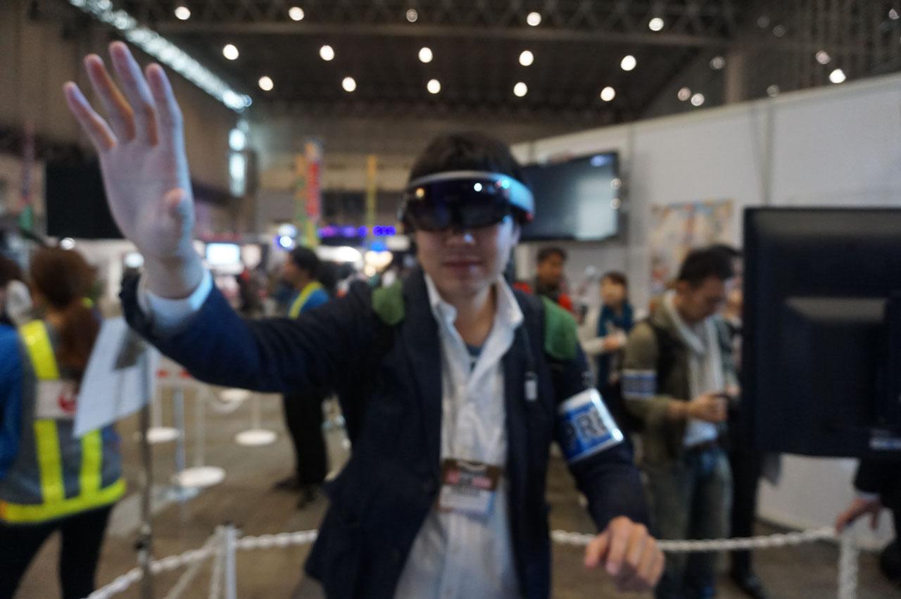 【ニコ超】 日本初公開の「HoloLens」をJALブースで体験してきた!