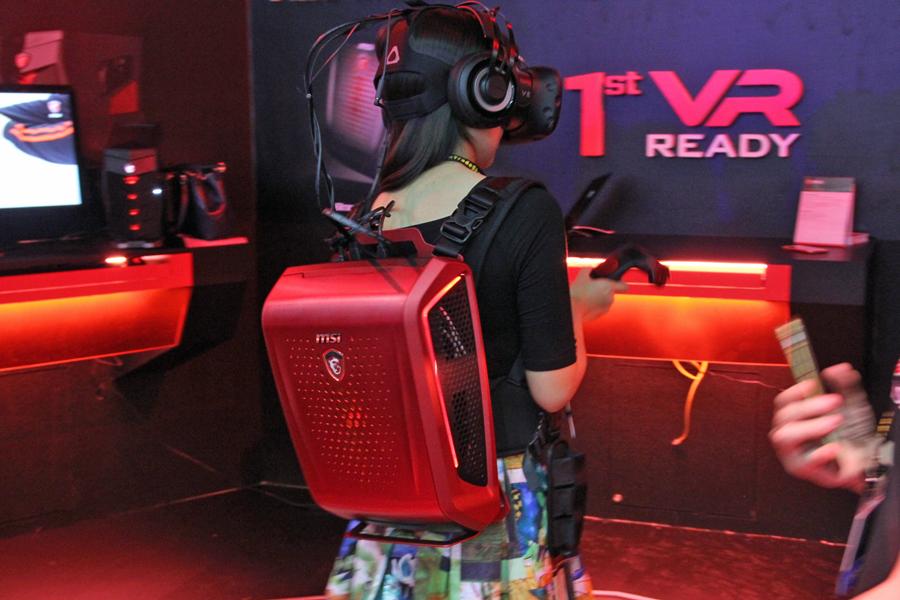 背中にPC!? VRゲームに最適な「Backpack PC」がMSIブースに登場【COMPUTEX 2016】