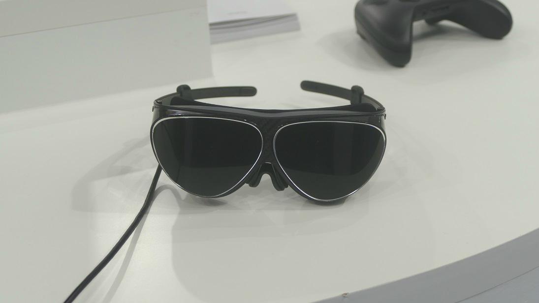 世界最軽量!88gのメガネ型VRデバイス「Dlodlo V1」で次世代VR体験【TGS2016】