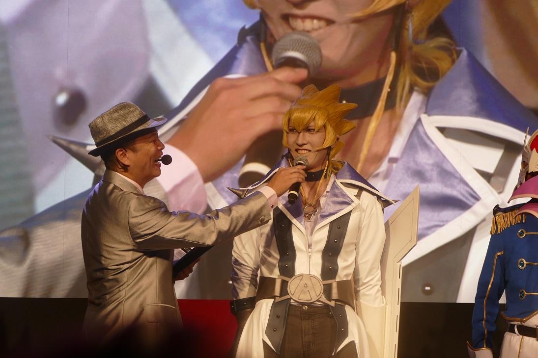 『遊戯王デュエルリンクス』スペシャルステージにはじめしゃちょーが海馬コスで登場!【TGS2016】