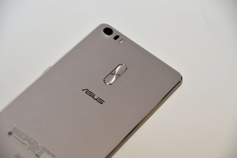 【西川善司のモバイルテックアラカルト】第31回: ZenFone 3 UltraはXperia Z Ultra難民を救えるのか?