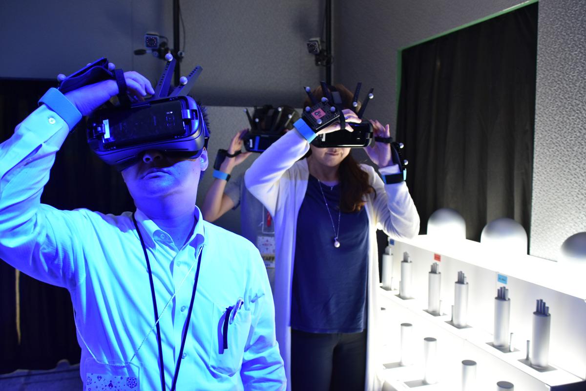 【西川善司のモバイルテックアラカルト】第41回: 「ABAL:DINOSAUR」を体験! 話題の同時多人数参加型VRシステム
