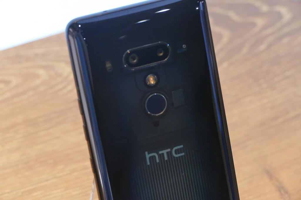 国内版HTC U12+はおサイフケータイ、防水対応!握る操作は4パターンに